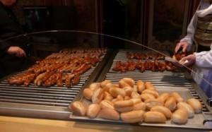 ドイツクリスマスマーケット大阪 ソーセージ パン
