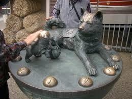 安産 犬の銅像 祈願