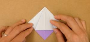 折り紙を折る