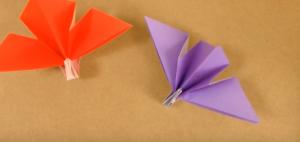 紫と赤の手作りの折り鶴