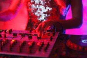 クラブ DJ