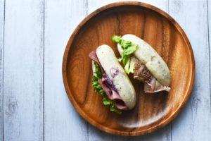 生ハムとパストラミのサンドイッチ