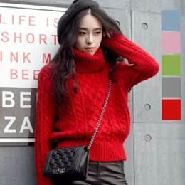 赤コーデ 女性 服装