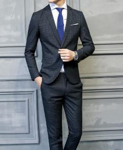 メンズ シンプルなスーツの着こなし