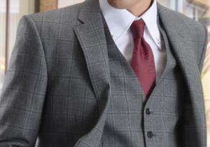 グレーのスーツとワイン色のネクタイ 男性