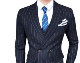 ダークネイビーのストライプ柄スーツ 男性