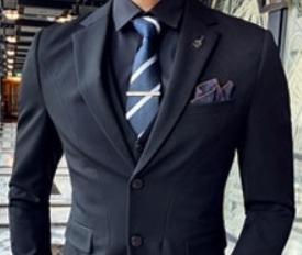 ダークネイビーのスーツ 男性