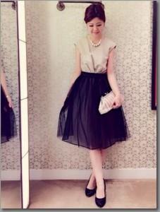 黒のフレアスカート コーデ