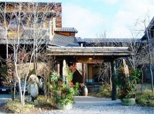 玄関に飾られた立派な門松