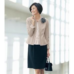 入学式 母親 スカートスーツ ベージュ