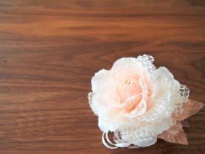 バラの手作りコサージュ