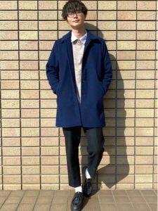 男性 ファッション ネイビーコート ブラックパンツ