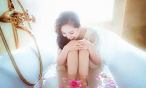浴槽 女性 花