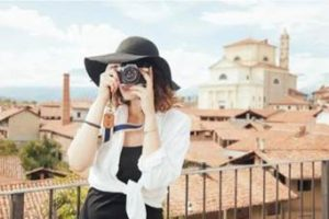 旅行 女性 カメラ