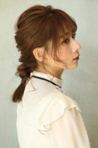 ミディアム 髪型 一つ縛り 編み込み