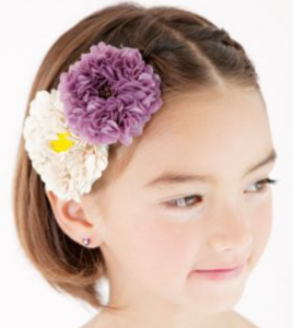 ショート 髪型 女の子 花のヘアアクセサリー