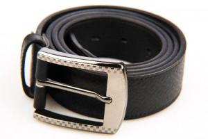 黒 革のベルト