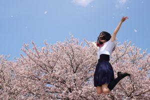 女子高校生 ジャンプ 桜