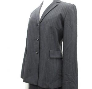 女性 スーツ 23区