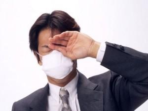 マスクを付けたサラリーマン