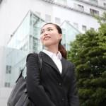 入社式の女性スーツおすすめは?インナーの色や髪型は?