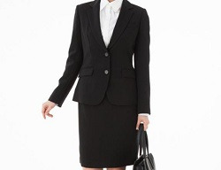 dccbbb2266c3e 大学入学式の女子スーツ!おすすめコーデや髪型は?明るい色でもいいの ...