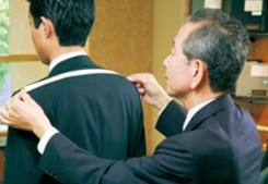 スーツ 肩幅 サイズ 測定