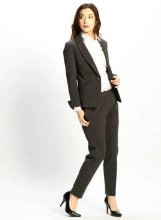 濃いグレー スーツ