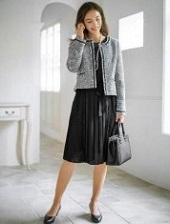 黒とグレーの組み合わせ スーツ 女性