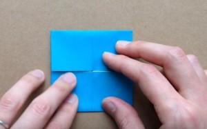 折り紙 正方形に折り込む