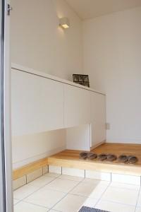 白基調のきれいな玄関