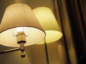 ホテル 部屋 ランプ