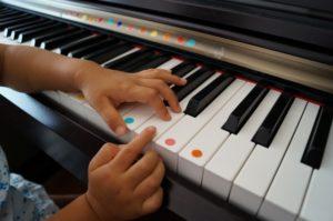 ピアノ 子供 手 シール