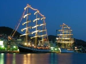 横浜港 船のライトアップ