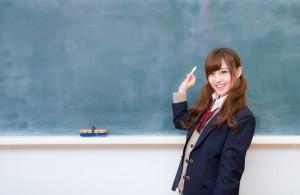 黒板 女子生徒