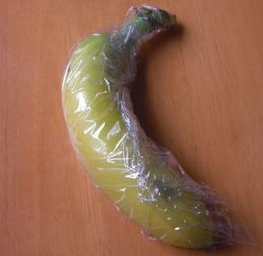 ラップに包んだバナナ