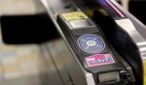 駅 自動改札 タッチパネル