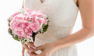花束を持った花嫁