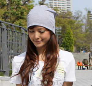 女性 サマーニット帽 ロングヘア