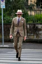 ライトブラウン スーツ