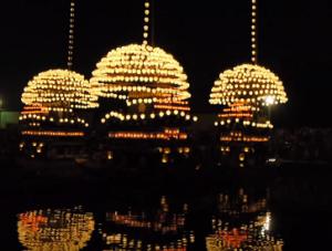 尾張津島天王祭 宵祭 提灯を灯した巻藁船