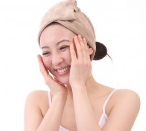 洗顔 笑顔 女性