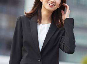 女性 スーツ 黒