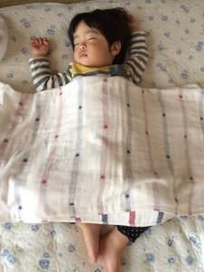 子供 お昼寝 布団
