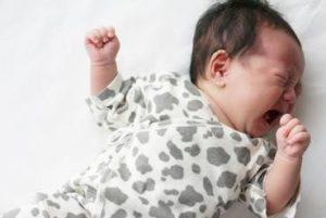 赤ちゃん 暑がっている サイン