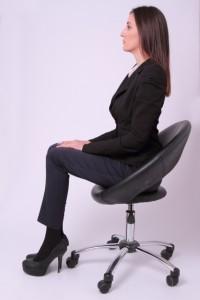 女性 座る 姿勢