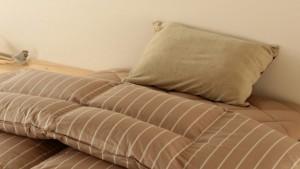 布団 茶色 枕