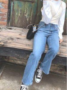 女性 スニーカー コーデ デニム