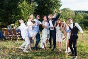結婚式 新郎新婦 友人 外国人