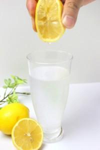 レモン 水 しぼる